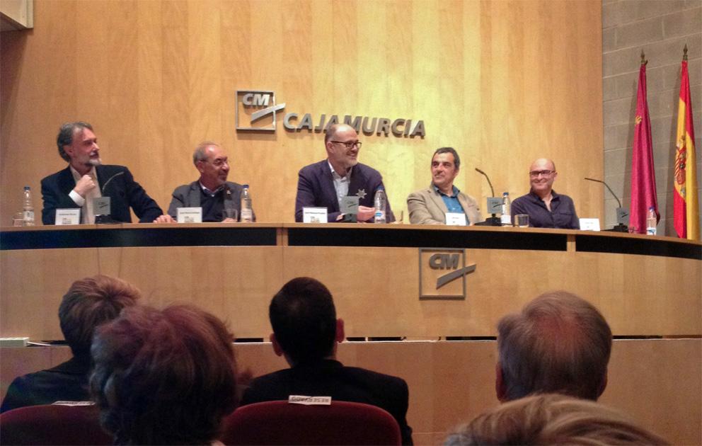 Presentación de la e muestra. En primera fila, el alcalde de Cartagena Pepe López Martínez.
