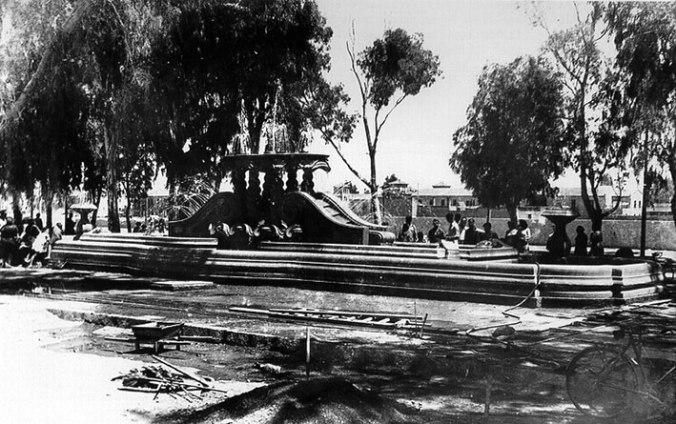 La fuente de la Alameda, recibiendo los últimos retoques de su instalación.