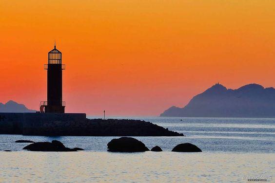 Faro en la Ría de Vigo, Galicia
